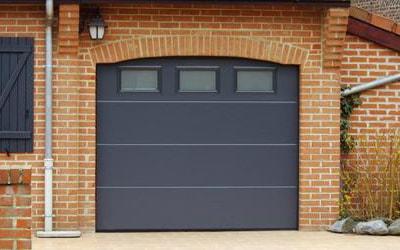 Nous posons, entretenons vos portes de garages en différents matériaux et coloris